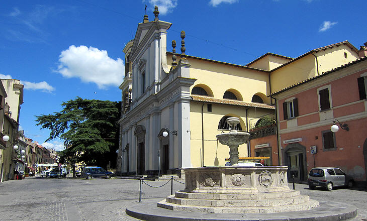 Collegiata and XVIth century fountain