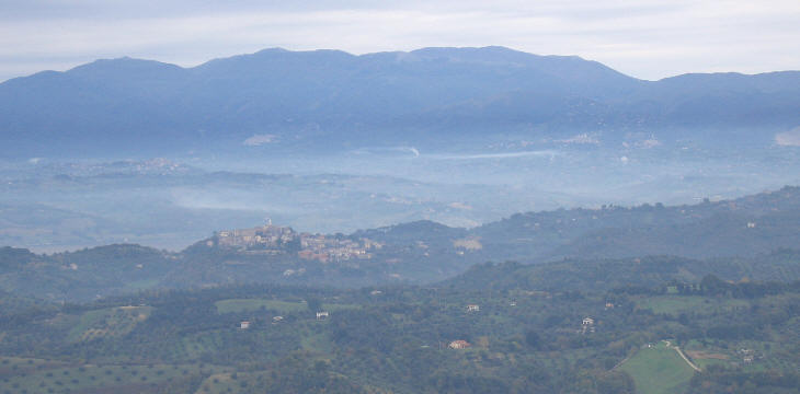 View of the Tiber valley from S. Oreste;  in the foreground Ponzano; in the background the hills of Sabina