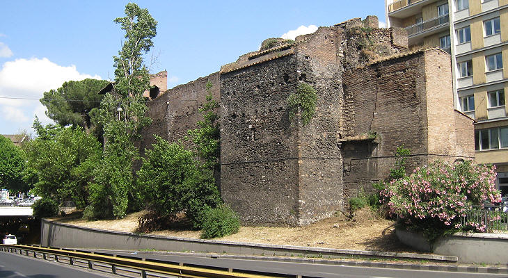 The walls of Julius III